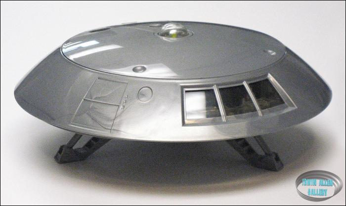 Jupiter 2 Spaceship Photo Gallery http://www.iann.net/lis/collectibles/gallery/trendmasters_jupiter_2/trendmasters_j2_011.htm
